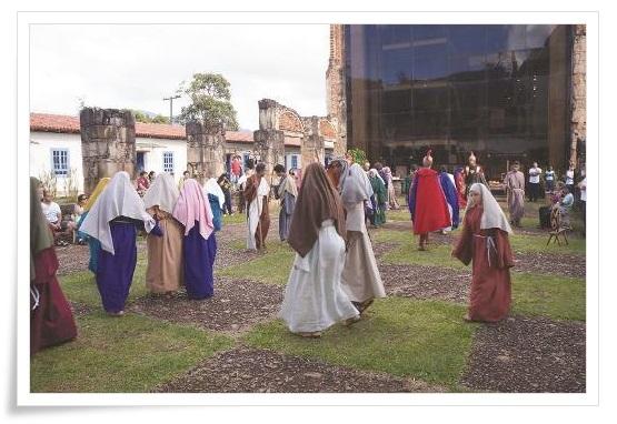 Apresentação dos atores do grupo Âncora Cia. de Teatro e da oficina de Teatro Aventura na Terra do Mel.