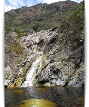 O parque fica numa área de encontro entre a mata atlântica e o cerrado, e tem montanhas repletas de riachos e cachoeiras. (foto: Vinícius São Pedro)