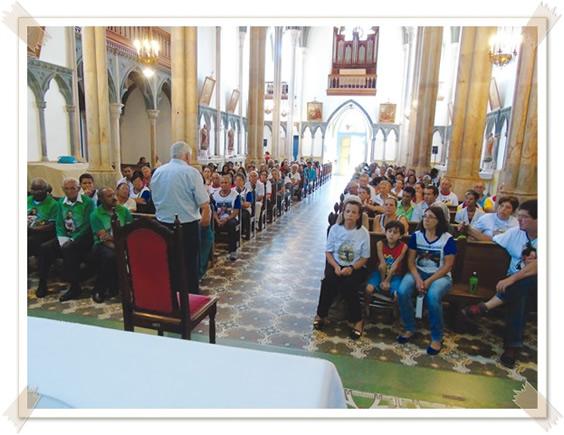 Pe. Lauro fala aos Vicentinos sobre o espírito de caridade.