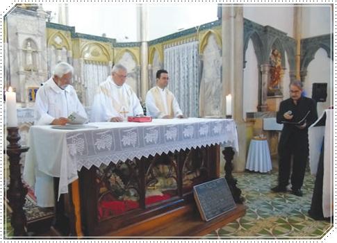 Missa celebrada pelos padres Venuto, Lauro e Luís