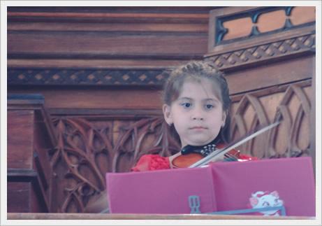 A pequenina violinista Isadora Fischer