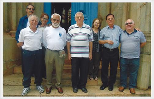 Mariano Lopes, pres. da AEALAC, sua esposa Ineide Lopes, João Bosco, Padre Venuto, anfritrião  Padre Lauro, Mariza Ferreira, seu marido Antônio Ferreira Neto e Pedro, parte da turma veio no Caraça.