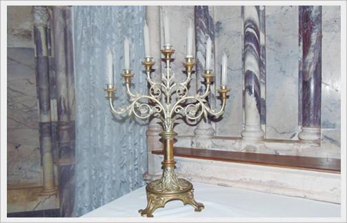O candelabro de sete velas era usado no Ofício de Trevas, um dos mais marcantes na celebração da Semana Santa.
